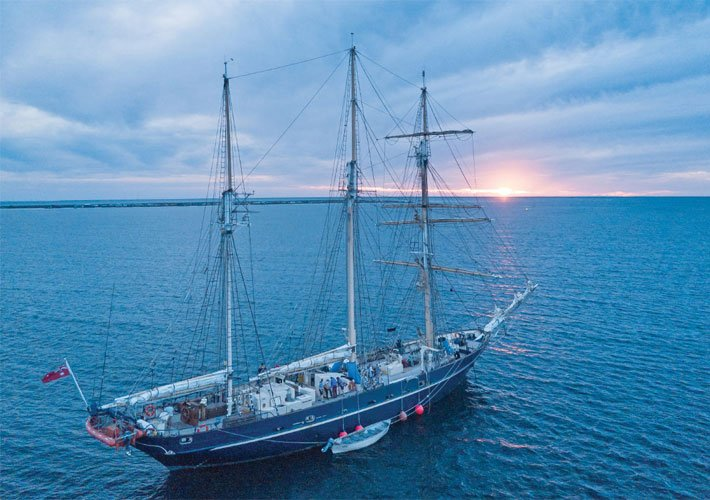 Image of the STS Leeuwin at sea, courtesy of Sailleeuwin Ocean Adventure Foundation.